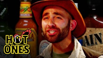 Hot Ones - Saison 3 - Episode 21 Extrait VO